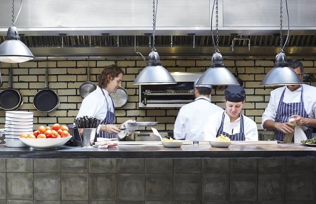 ¿Cómo pasar de kitchen porter a chef?